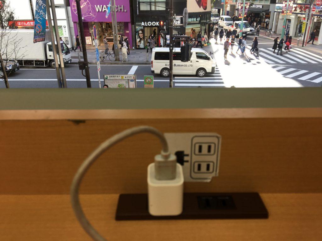 新宿 紀伊国屋書店で充電する